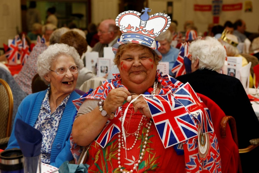 Raval treats 100 elderly to slap-up Jubilee feast